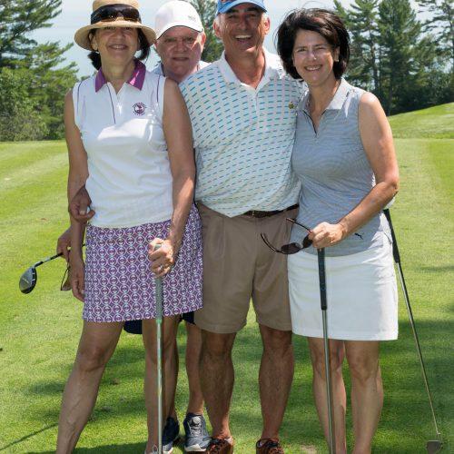 Quatre joueurs de golf